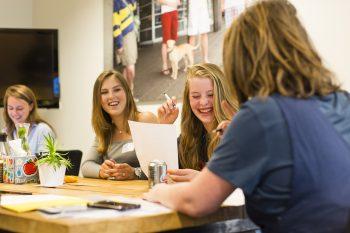 Hoe houd je je jonge medewerkers binnenboord? 2 kenmerken van Generatie Zelf